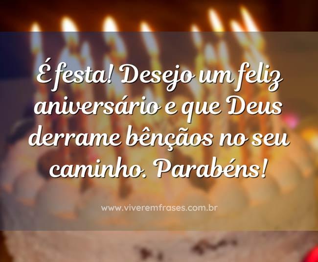 Frase de aniversário: É festa! Desejo um feliz aniversário e que Deus derrame bênçãos no seu caminho. Parabéns!