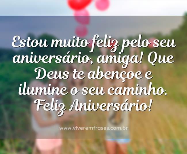 Estou muito feliz pelo seu aniversário, amiga! Que Deus te abençoe e ilumine o seu caminho. Feliz Aniversário!