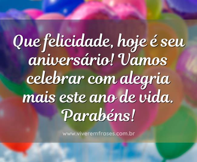 Frase de aniversário: Que felicidade, hoje é seu aniversário! Vamos celebrar com alegria mais este ano de vida. Parabéns!
