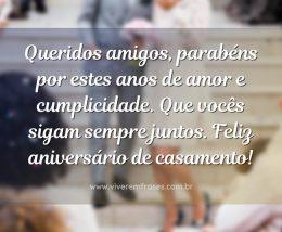 Queridos amigos, parabéns por estes anos de amor e cumplicidade. Que vocês sigam sempre juntos. Feliz aniversário de casamento!